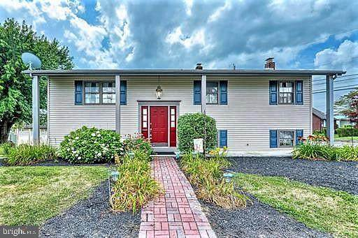 121 N Peters Street, NEW OXFORD, PA 17350 (#PAAD112486) :: The Joy Daniels Real Estate Group