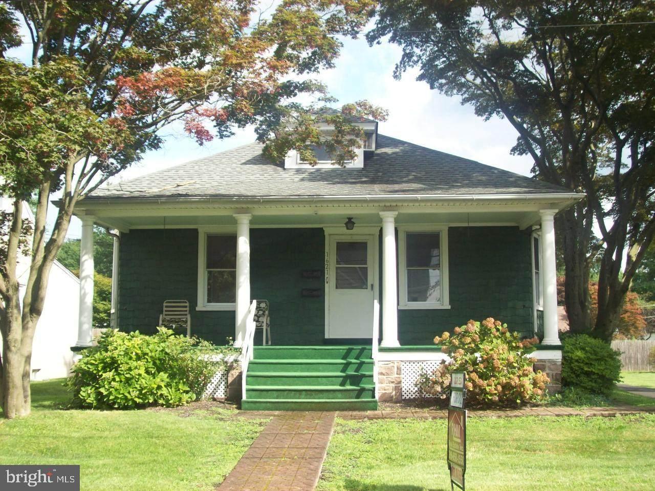 1621 Sycamore Avenue - Photo 1