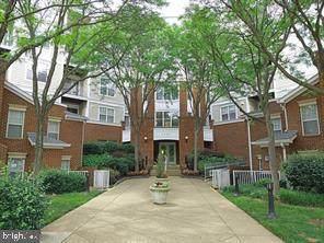 1625 International Drive #321, MCLEAN, VA 22102 (#VAFX1147272) :: John Lesniewski | RE/MAX United Real Estate