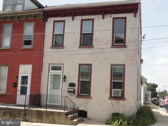 301 S 5TH Street, LEBANON, PA 17042 (#PALN115292) :: The Joy Daniels Real Estate Group