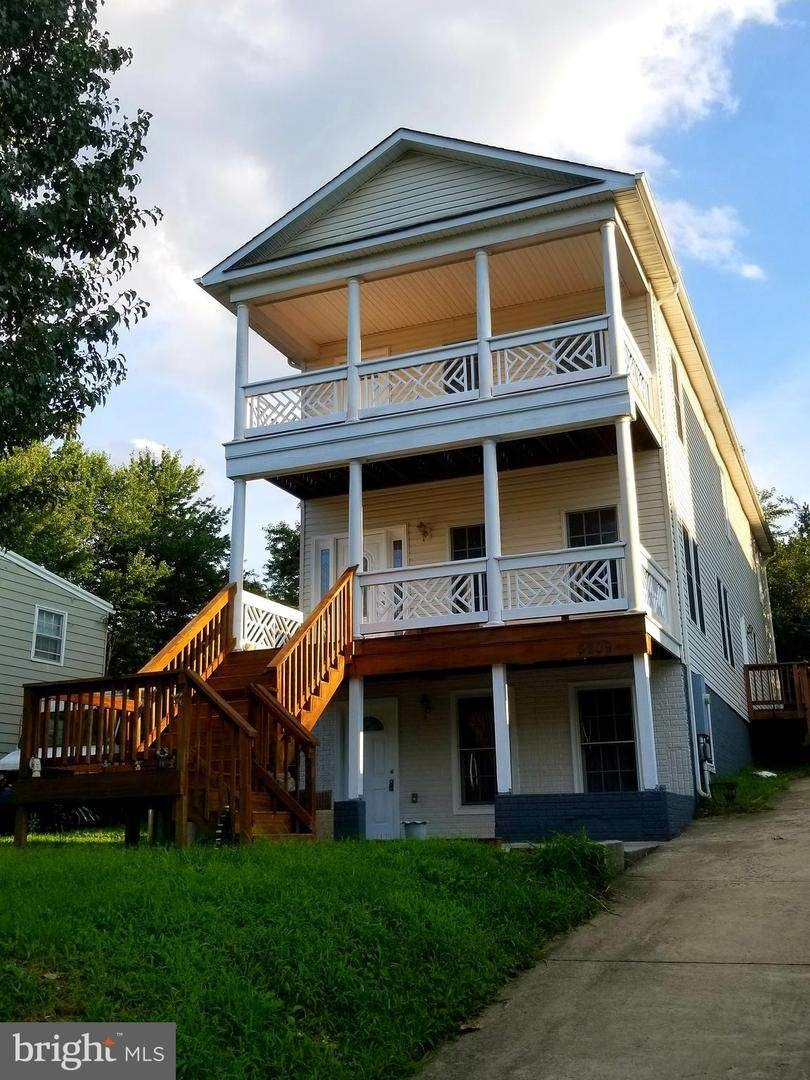 3209 Clayborne Avenue - Photo 1