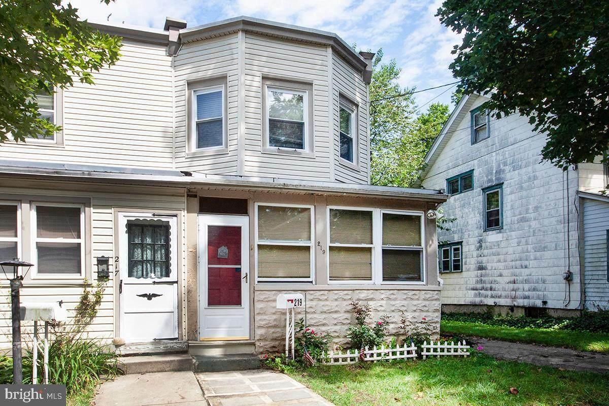 219 Douglass Avenue - Photo 1