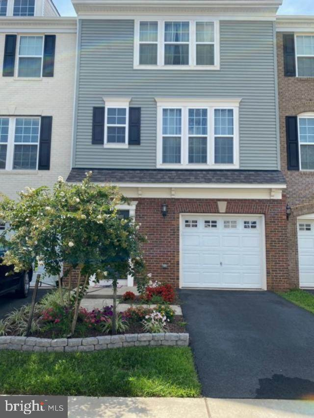 8533 Fortrose Drive, MANASSAS, VA 20109 (#VAPW504042) :: Debbie Dogrul Associates - Long and Foster Real Estate