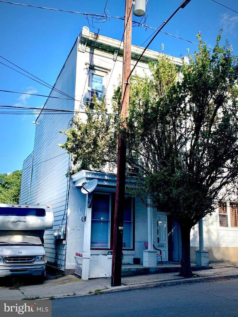 414 Norwegian Street - Photo 1
