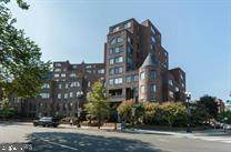 3 Washington Circle - Photo 1