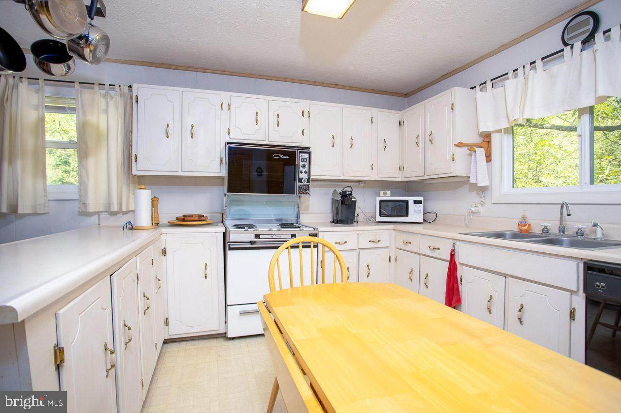 https://bt-photos.global.ssl.fastly.net/brightmls/orig_boomver_1_304333217037-2.jpg