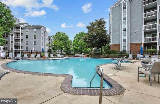 3176 Summit Square Drive 4-E11, OAKTON, VA 22124 (#VAFX1160078) :: Tessier Real Estate