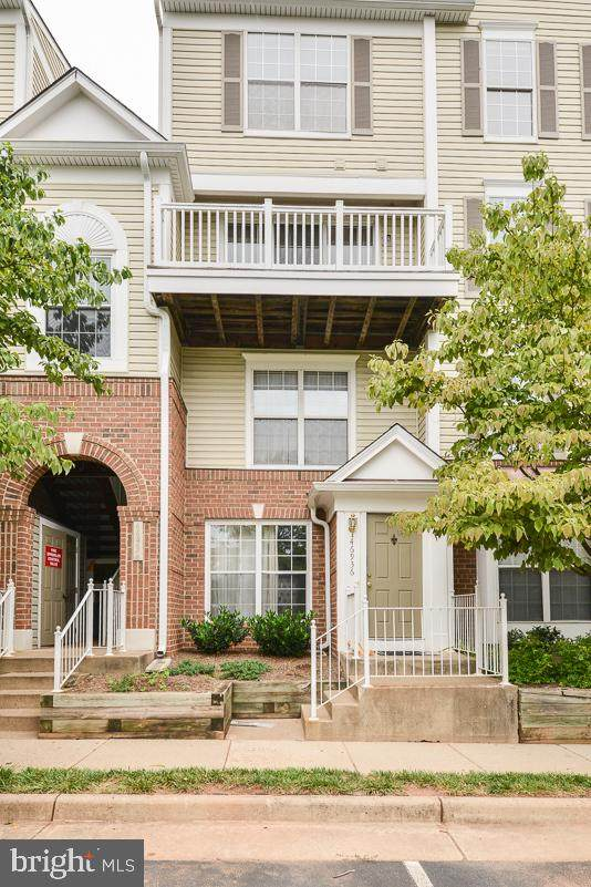 46934 Courtyard Square - Photo 1