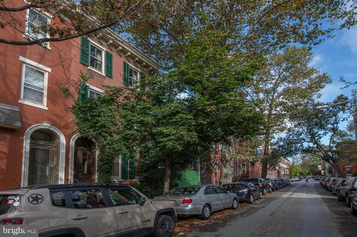 558 18TH Street - Photo 1