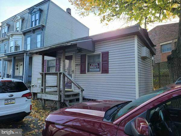 1401 Zarker Street, HARRISBURG, PA 17104 (#PADA127918) :: The Joy Daniels Real Estate Group