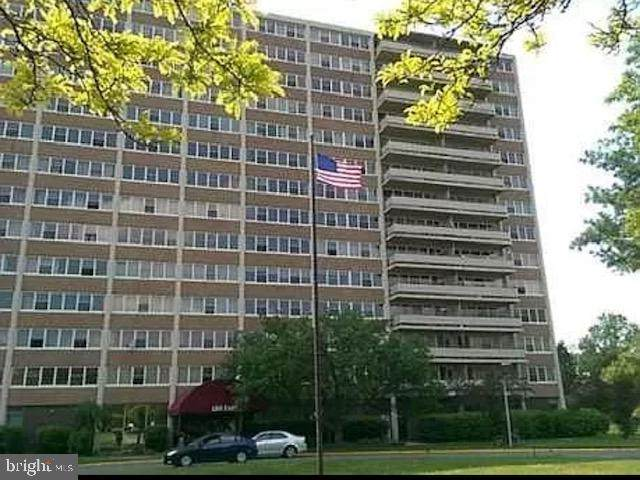 301 Barclay Towers, CHERRY HILL, NJ 08034 (#NJCD409534) :: Holloway Real Estate Group