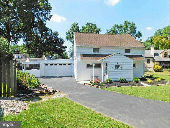 1322 Church Road, ORELAND, PA 19075 (#PAMC678126) :: ExecuHome Realty