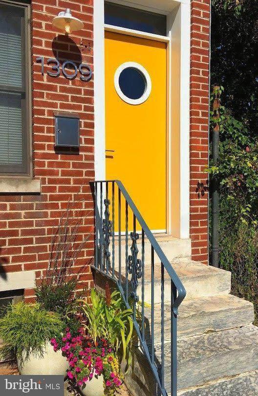 1309 Mount Vernon Street, PHILADELPHIA, PA 19123 (#PAPH981044) :: LoCoMusings