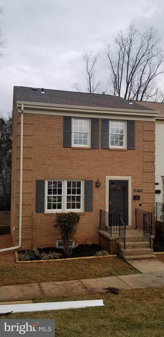 4311 Greenberry Lane, ANNANDALE, VA 22003 (#VAFX1181470) :: AJ Team Realty