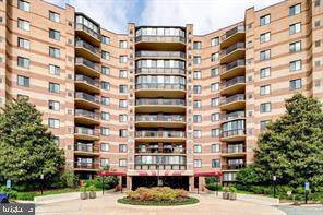 8370 Greensboro Drive #402, MCLEAN, VA 22102 (#VAFX1183720) :: The Vashist Group
