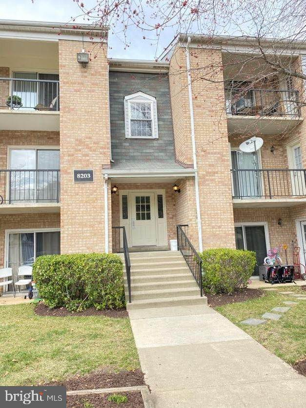 8203 Whispering Oaks Way #103, GAITHERSBURG, MD 20879 (#MDMC749612) :: Shawn Little Team of Garceau Realty