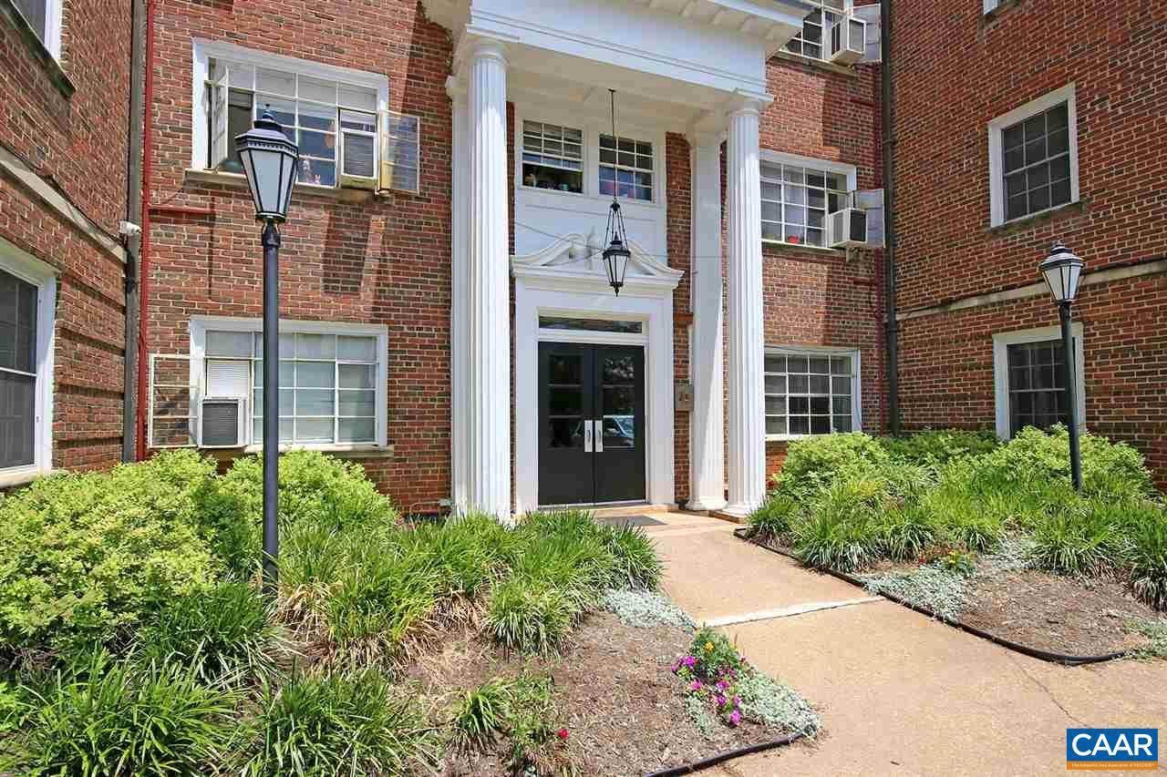 32 University Circle - Photo 1