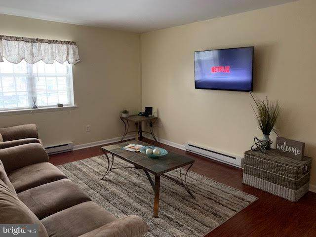 325 Green Street, LANSDALE, PA 19446 (#PAMC686814) :: Linda Dale Real Estate Experts