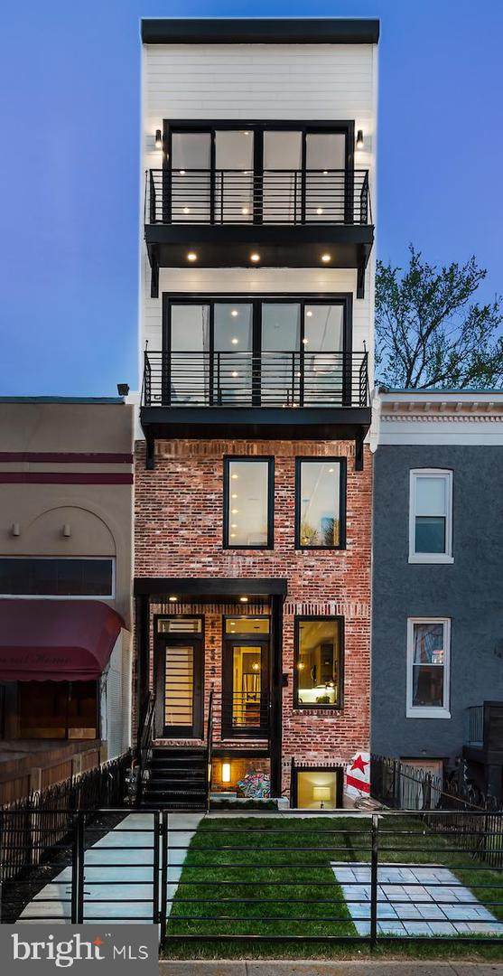 1423 Maryland Avenue NE Ph4, WASHINGTON, DC 20002 (#DCDC515168) :: City Smart Living