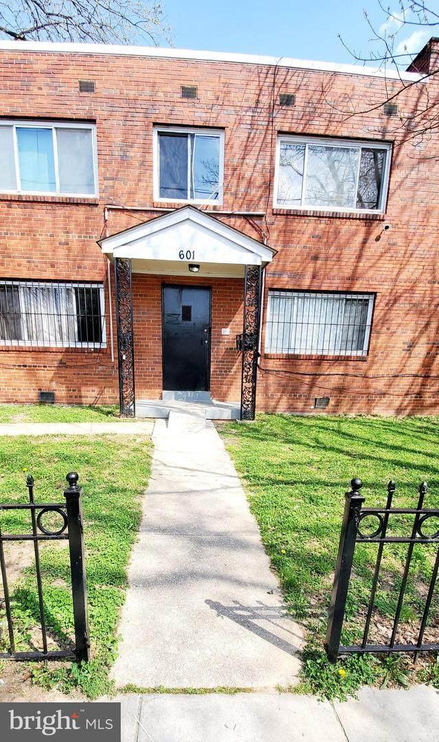 601 58TH Street NE #4, WASHINGTON, DC 20019 (#DCDC515864) :: ROSS | RESIDENTIAL