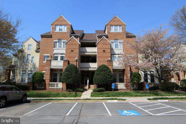 1304-B Garden Wall Circle #105, RESTON, VA 20194 (#VAFX1195640) :: Nesbitt Realty