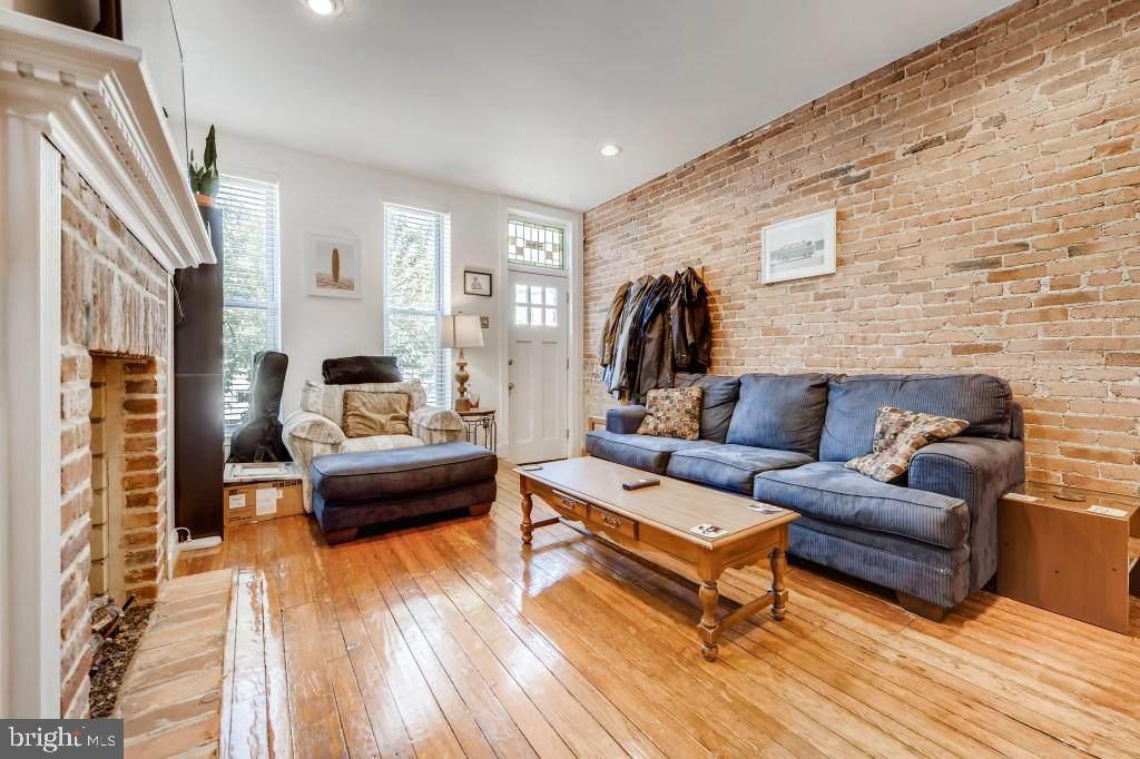 2813 Hudson Street - Photo 1