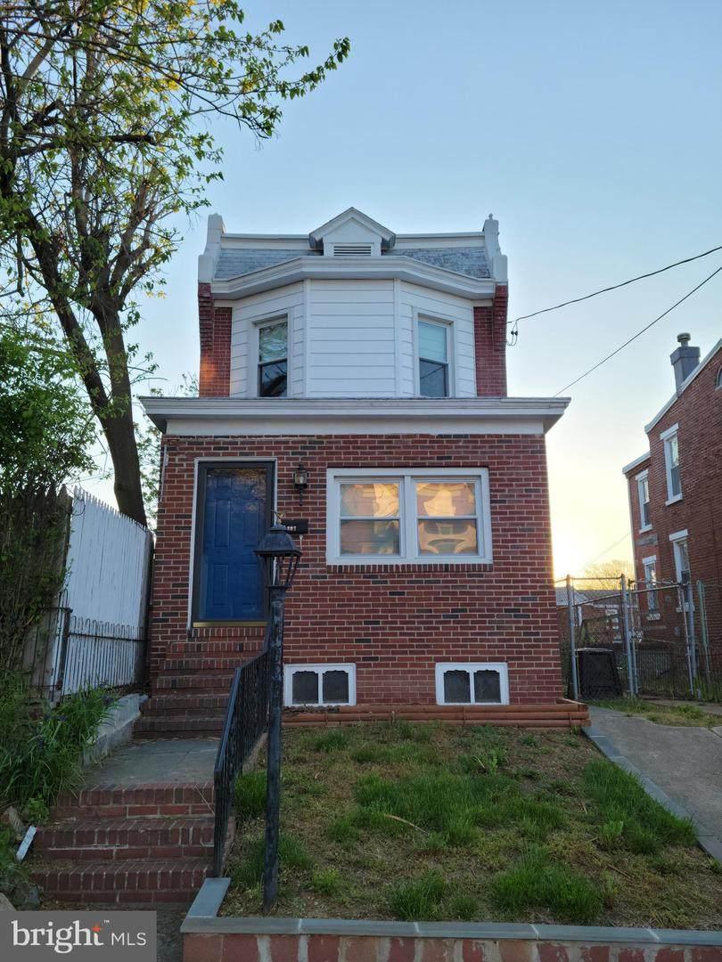 307 31ST Street - Photo 1