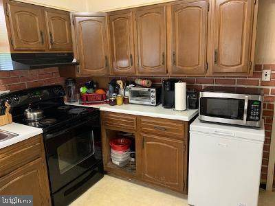6707 Larches, SUITLAND, MD 20746 (MLS #MDPG605216) :: PORTERPLUS REALTY