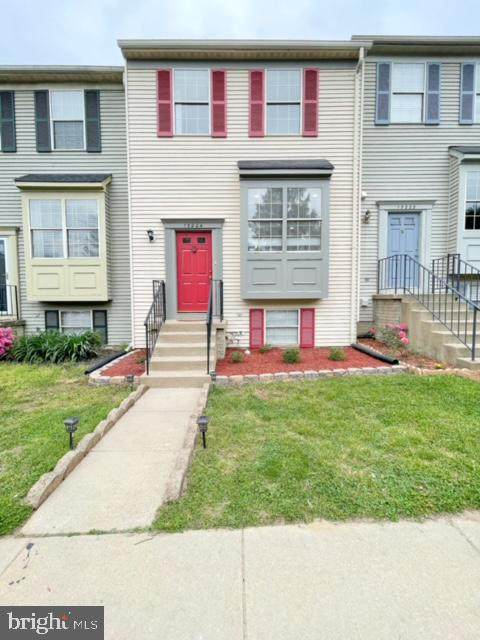 15224 Wentwood Lane, WOODBRIDGE, VA 22191 (#VAPW522936) :: Peter Knapp Realty Group