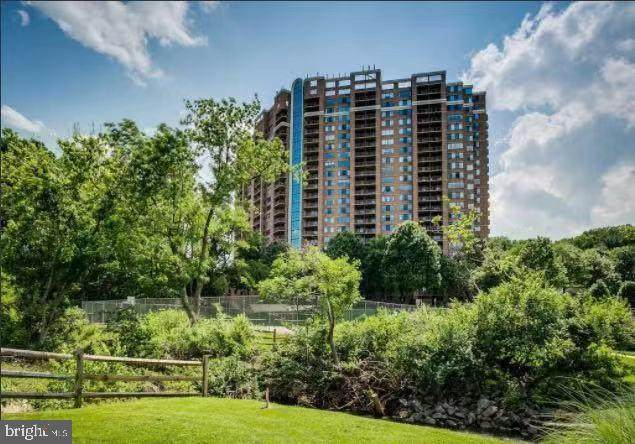 10101 Grosvenor Place #1604, NORTH BETHESDA, MD 20852 (#MDMC759046) :: Dart Homes