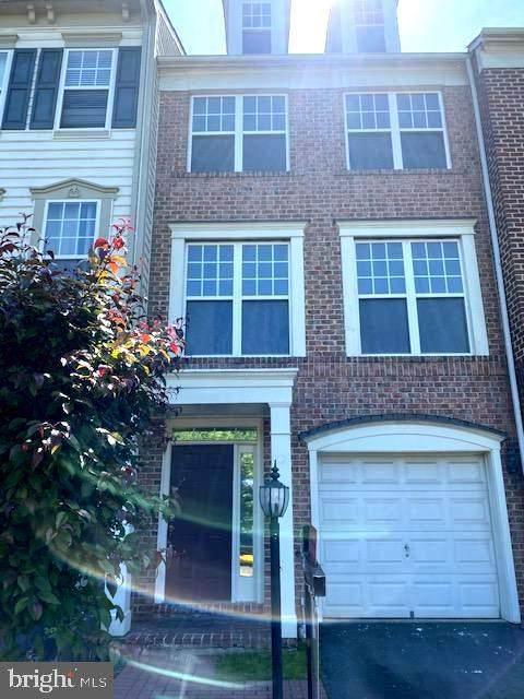 8123 Dove Cottage Court, LORTON, VA 22079 (#VAFX1203098) :: Sunrise Home Sales Team of Mackintosh Inc Realtors
