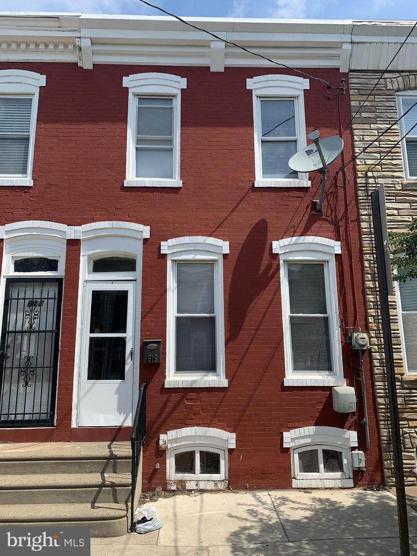 619 Royden Street - Photo 1
