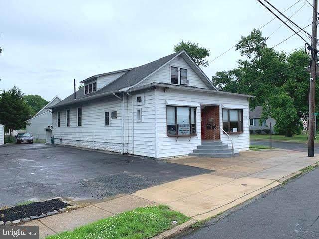 1208 Chapel Ave W - Photo 1