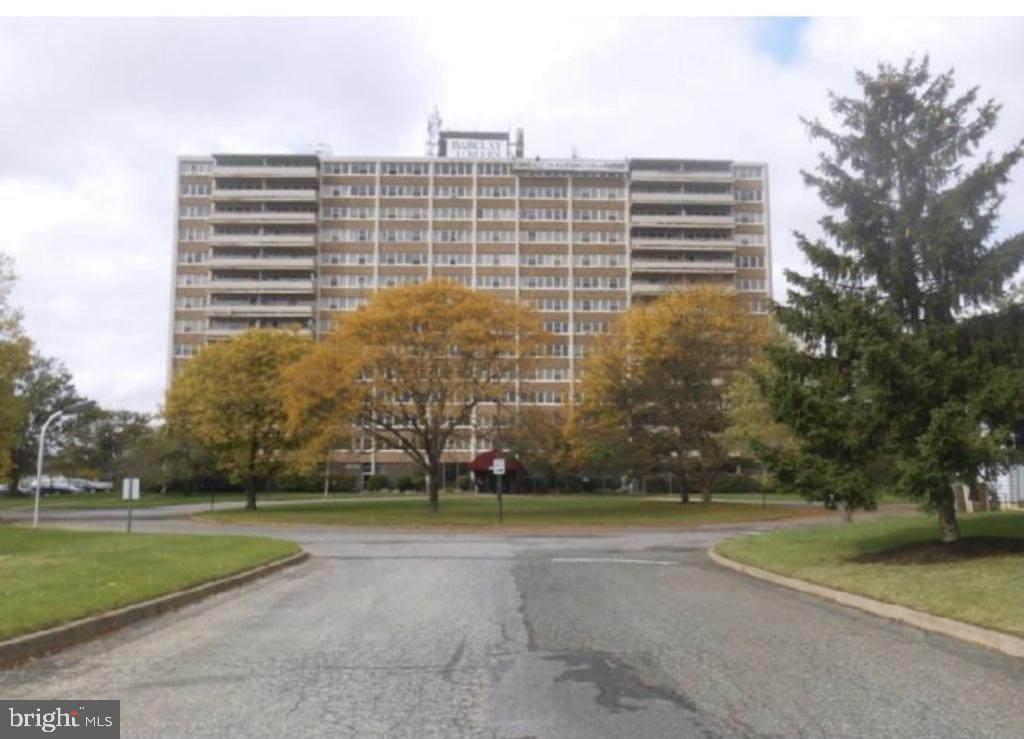 812 Barclay Towers - Photo 1