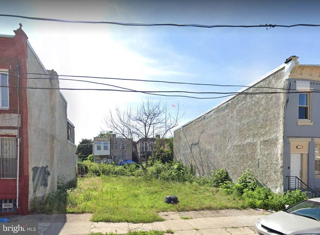 2122 32ND Street - Photo 1