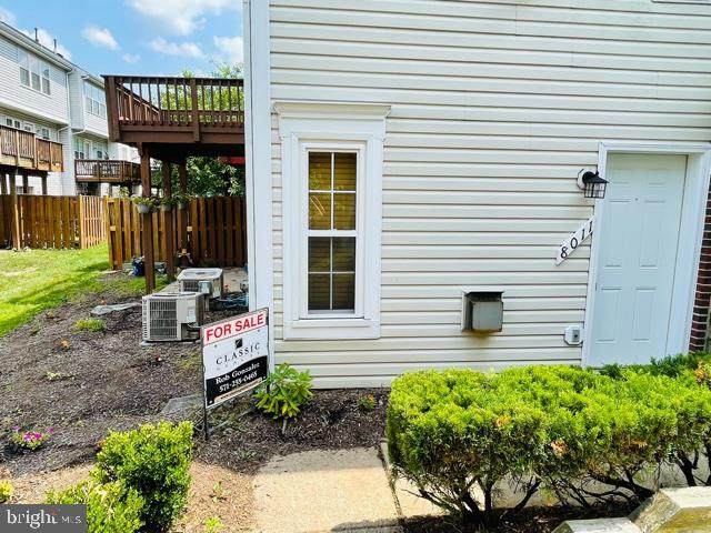 8011 Lantern Court, MANASSAS, VA 20109 (#VAPW2000840) :: Talbot Greenya Group