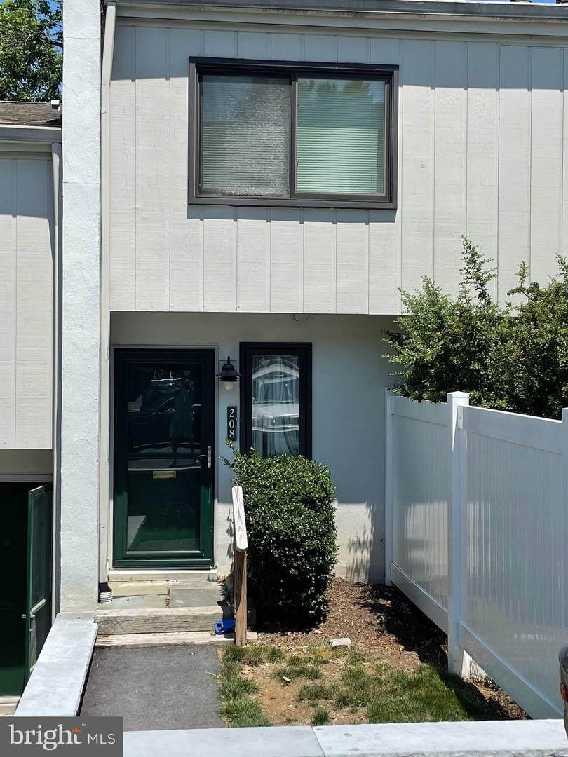 208 Summit House - Photo 1