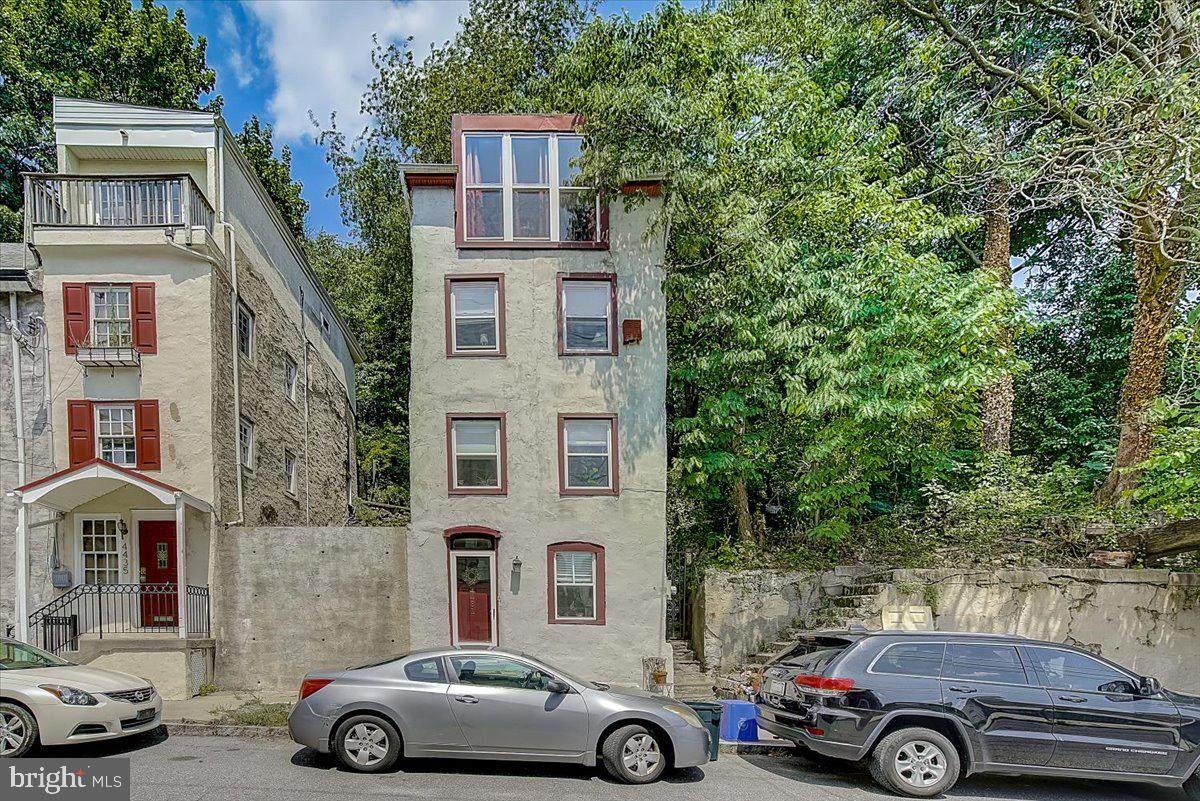 4431 Silverwood Street - Photo 1