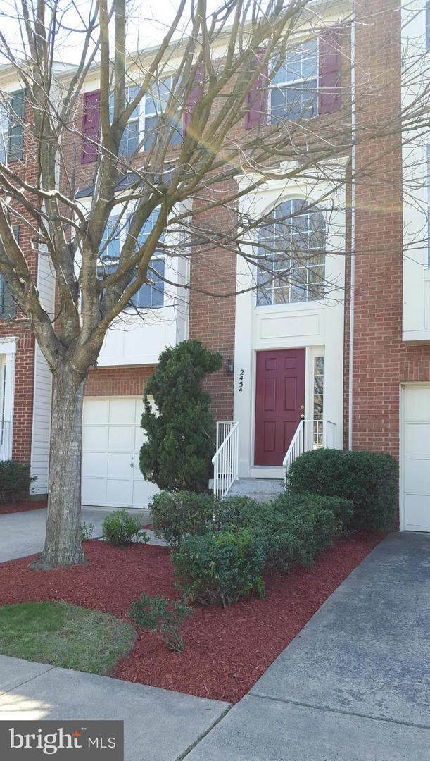 2454 Covered Wagon Court, HERNDON, VA 20171 (#VAFX2006892) :: Debbie Dogrul Associates - Long and Foster Real Estate