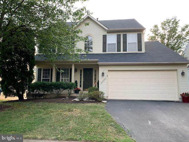 25525 Upper Clubhouse Drive, CHANTILLY, VA 20152 (#VALO2002904) :: Grace Perez Homes