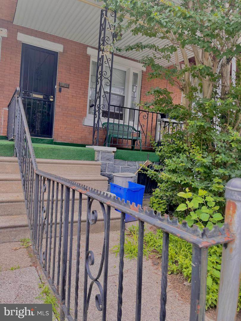 1632 Robinson Street - Photo 1