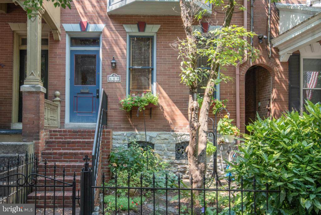 609 Chestnut Street - Photo 1