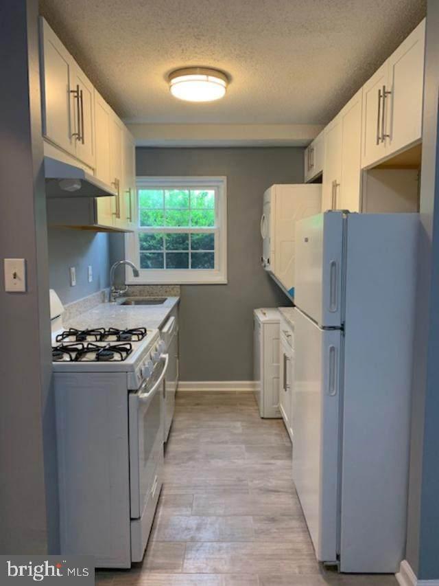 2301 Farrington Avenue #104, ALEXANDRIA, VA 22303 (#VAFX2012308) :: Debbie Dogrul Associates - Long and Foster Real Estate