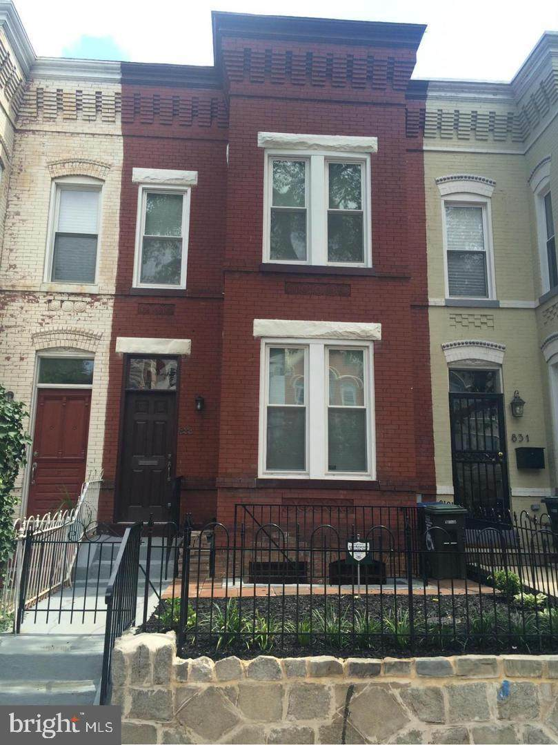 833 11TH Street - Photo 1