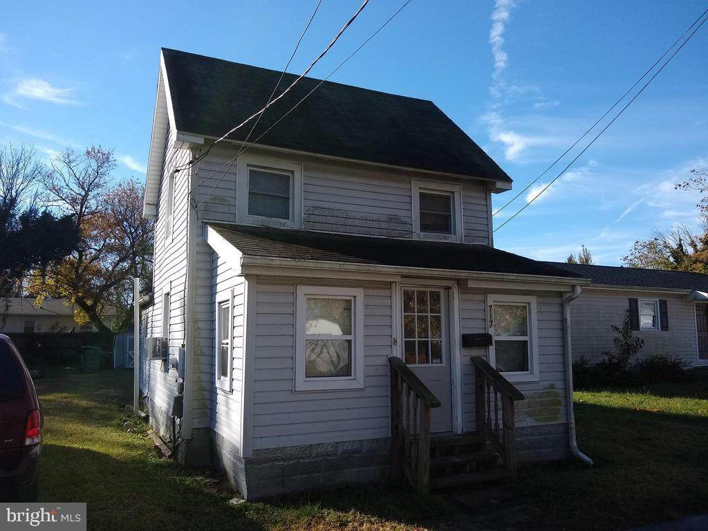 717 Clarence Street - Photo 1