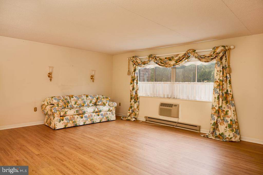 860 Lower Ferry Road - Photo 1