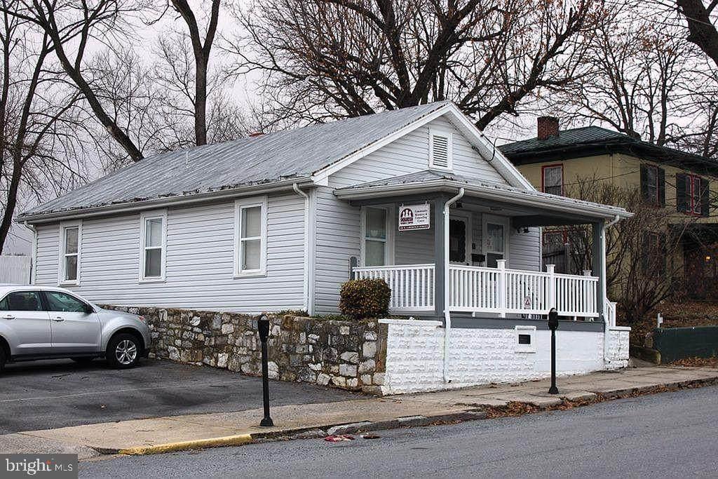 110 Lawrence Street - Photo 1