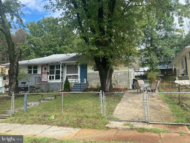 7908 Roxbury Court, LANDOVER, MD 20785 (#MDPG2012742) :: The Maryland Group of Long & Foster Real Estate