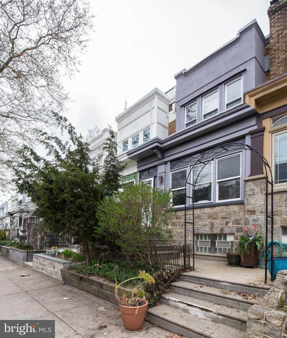 886 Corinthian Avenue - Photo 1