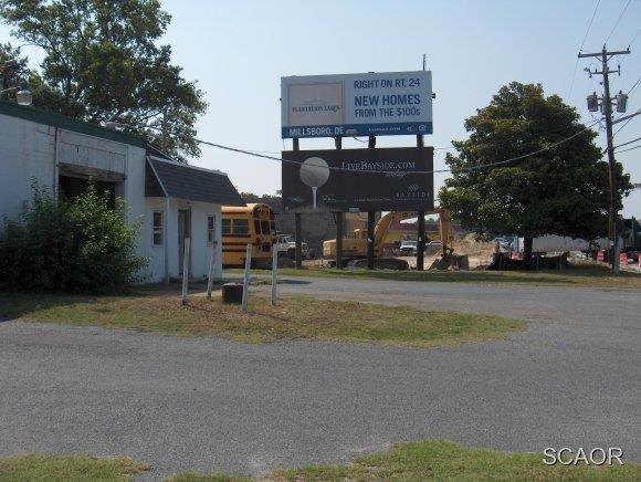 20859 Dupont Boulevard - Photo 1